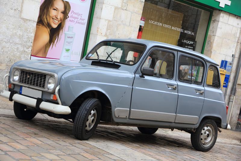 Blue Renault 4L